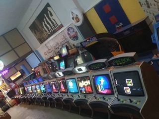 arcade retro cabin games mame pacman video games ηλεκτρονικά παιχνίδια κονσόλες καμπίνεςVENOS.