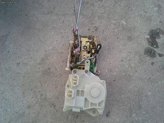 HONDA CRV (2002-2007)  ηλεκτρομαγνητικη κλειδαρια πισω μπαγκαζ πωλειται. Δυνατοτητα τοποθετησης.
