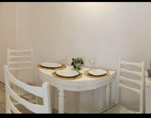 Τραπέζι με 3 καρέκλες
