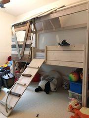 Κρεβάτι δεντροσπιτο δωματίου της εταιρίας LIFETIME μαζί με στρώμα της εταιρίας cocomat