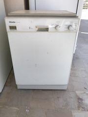 Πλυντήριο πιάτων μάρκας MIELE εντοιχιζόμενο σε άριστη κατάσταση