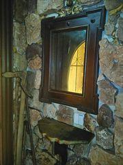 συλλεκτικός καθρέφτης με.ταζιερακη σετ εποχής 1878.με λουσρροπατινα και το γιαλι καθρευτης γνήσιος εποχής χειροποίητο
