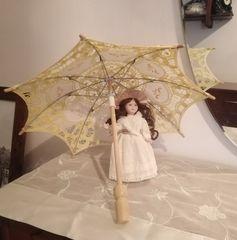 Μινιατούρα Κοπέλα με ομπρέλα