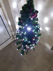Χριστουγενιατικο δέντρο με λαμπάκια