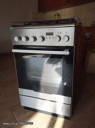 Κουζίνα γκαζιού με ηλεκτρικό φούρνο