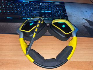 CORSAIR VOID RGB Wireless Dolby 7.1 Gaming Headset — Special Edition Yellowjacket (EU)