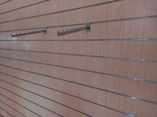 Ξυλεια τοιχου για κρεμαση ενδυμάτων