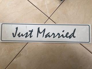 Μεταλική Πινακίδα Αυτοκινήτου μαγνητική Just Married 52cm x 11cm