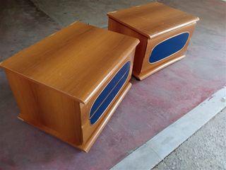 Δυο κομοδίνα ξύλινα