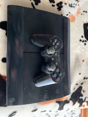 Ps3 super slim + sony controller + games