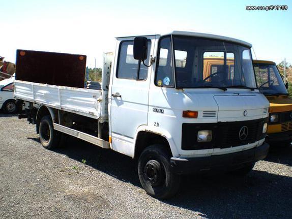 Mercedes-Benz '82 608D