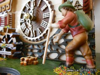Ρολόι κούκος με χειροποίητη παράσταση αλπικού σπιτιού με παράθυρα και νερόμυλο Κωδ: 4216QM --- www.CuckooClock.gr ---